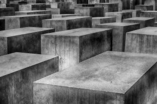holocaust-1621728_1920